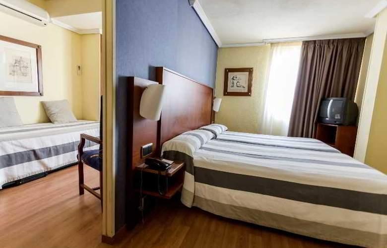 Apartamentos Torreluz - Room - 5