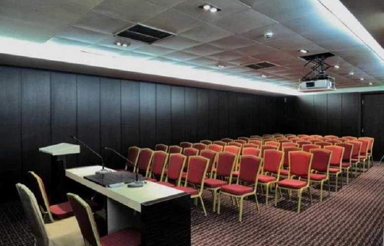 Cubix - Conference - 3