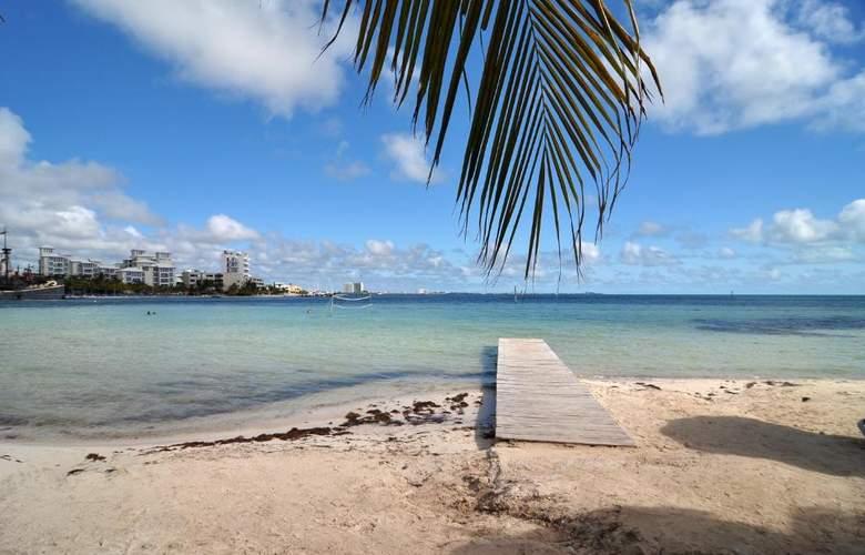 Oasis Palm - Beach - 4