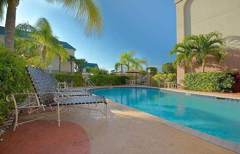 Hampton Inn Vero Beach - Pool - 0