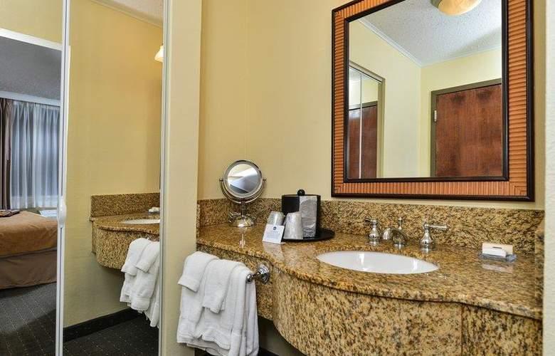 Best Western Plus St. Charles Inn - Room - 59