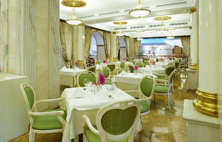 Radisson Royal Hotel - Restaurant - 23