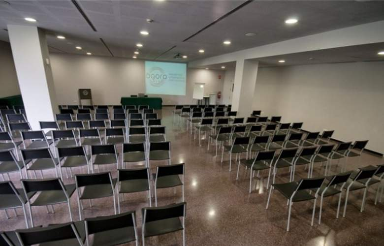 Ágora Residencia Universitaria Internacional - Conference - 2