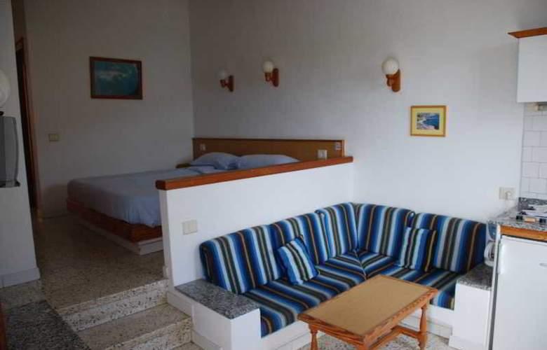 Apartamentos Alberto - Room - 4