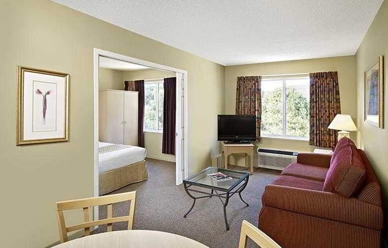 Sandalwood Suites Toronto Airport - Room - 5