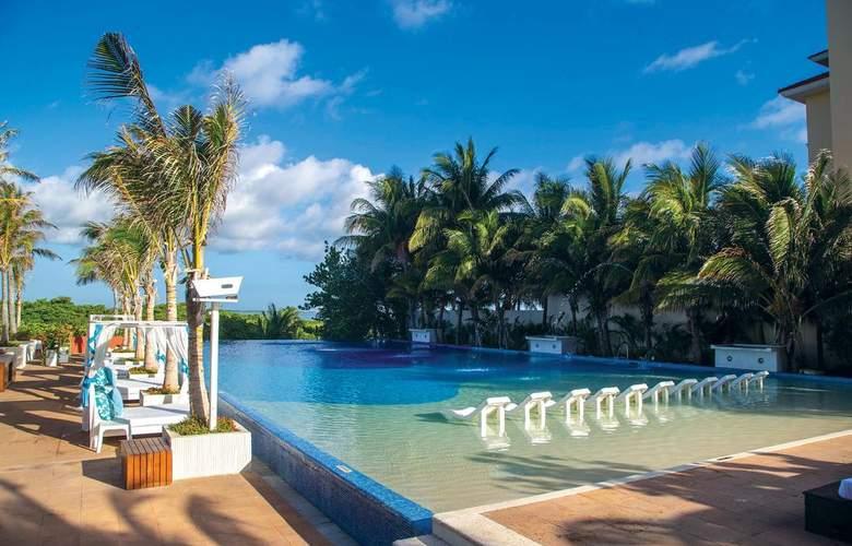 Now Emerald Cancun - Pool - 1