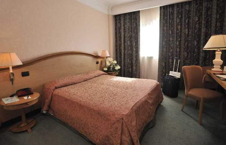 Perugia Plaza - Room - 0
