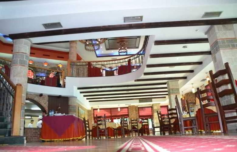 Vila Aeroport Rinas - Restaurant - 4