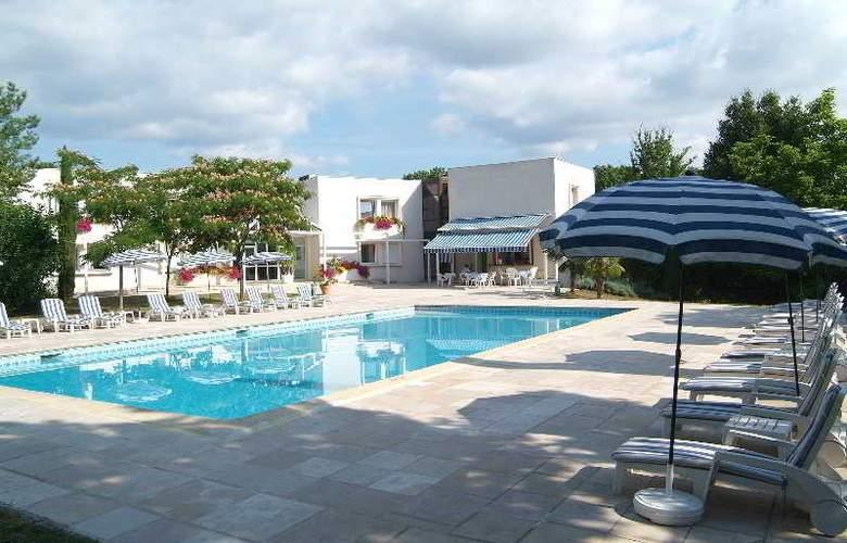Interhotel La Closerie - Pool - 12