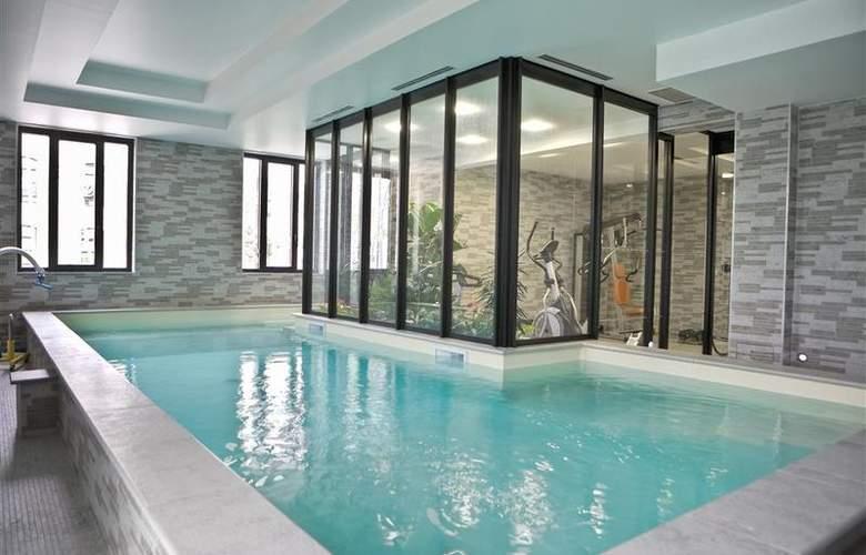 Best Western Hotel Des Francs - Pool - 20