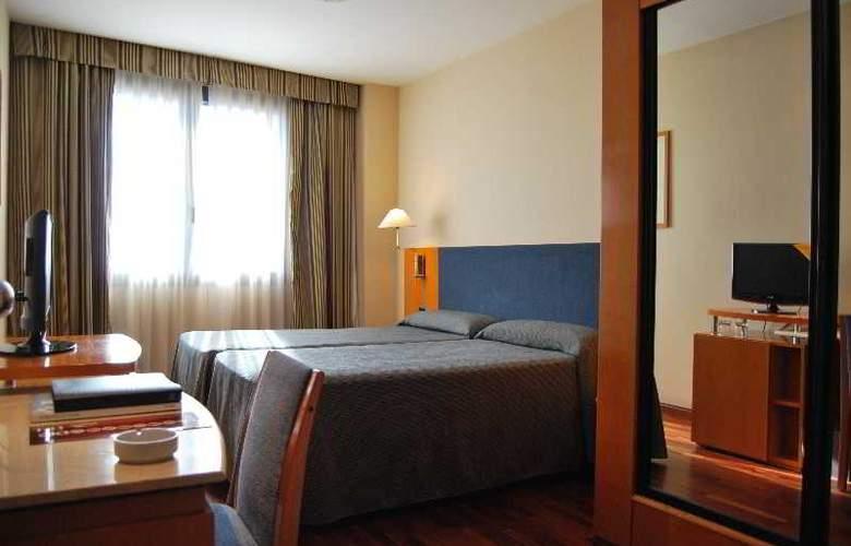 Villacarlos - Room - 9
