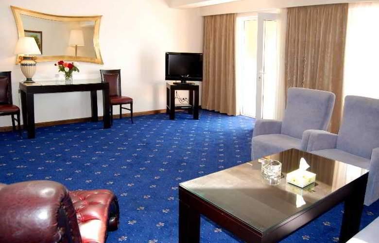 Regineh Hotel - Room - 6