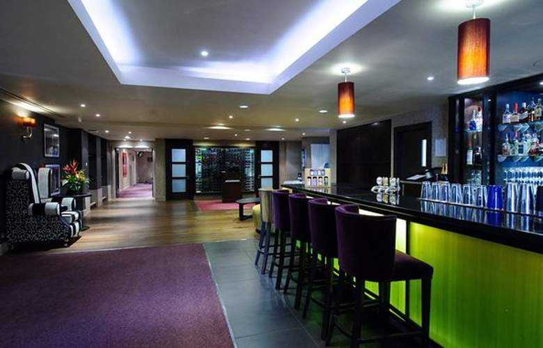 DoubleTree by Hilton Hotel Cambridge City Centre - Bar - 16