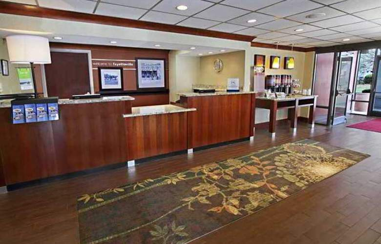 Hampton Inn Fayetteville-I-95 - Hotel - 1