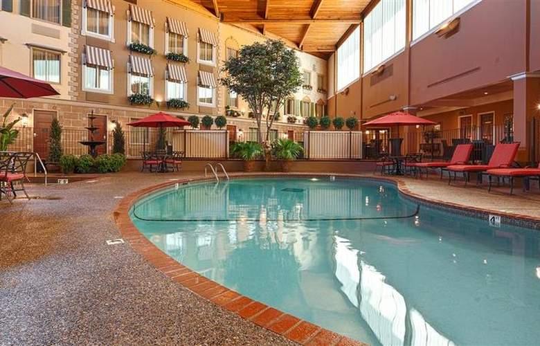 Best Western Plus White Bear Country Inn - Pool - 103