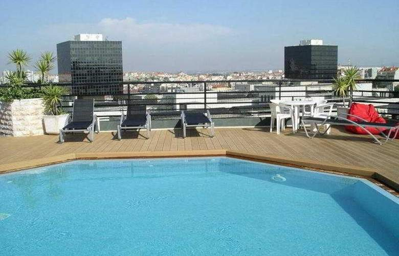 Holiday Inn Lisboa - Pool - 7