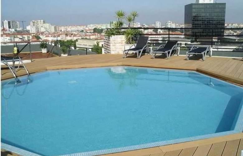 Holiday Inn Lisboa - Pool - 26