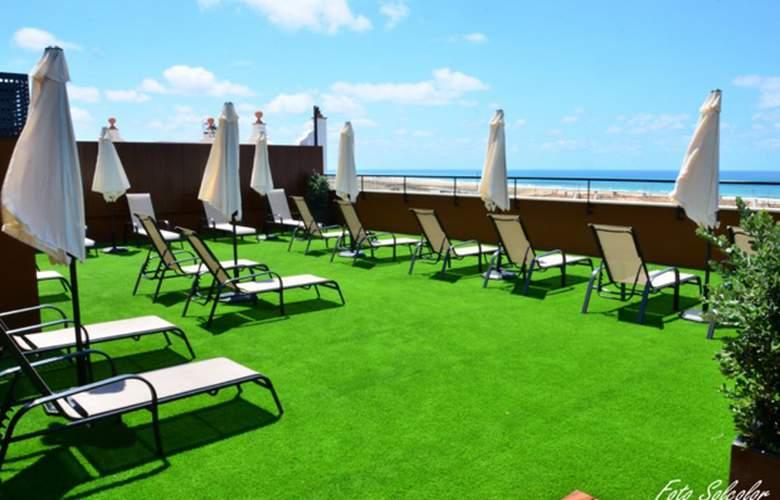 Conilsol Hotel y Aptos - Terrace - 4