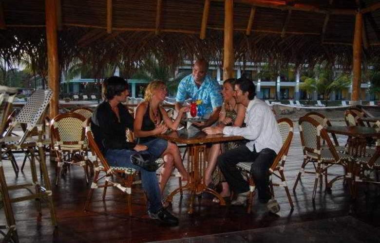 Playa Tortuga Hotel & Beach  Resort - Terrace - 5