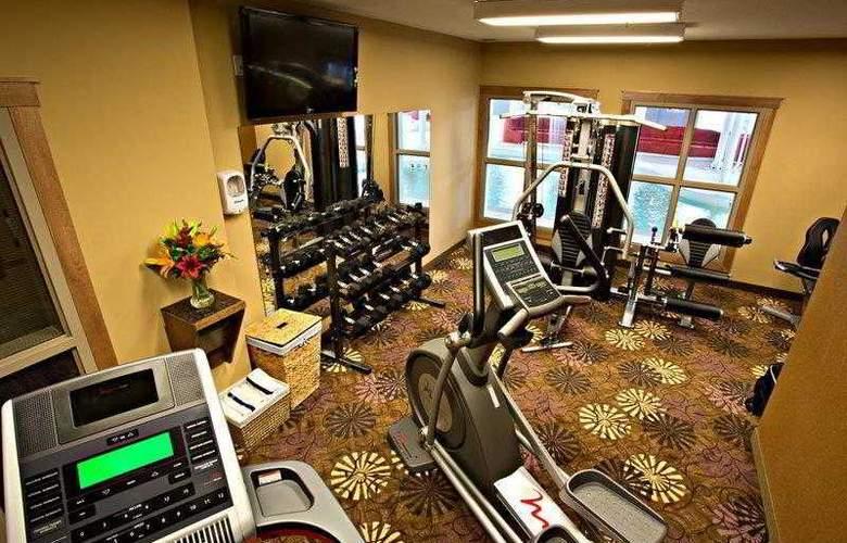 Best Western Plus Camrose Resort & Casino - Sport - 8