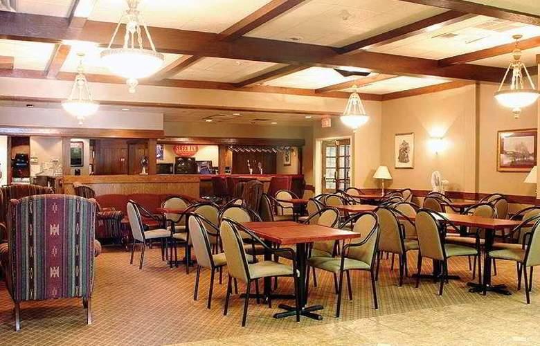 Knights Inn & Suites-Toronto East - Bar - 7