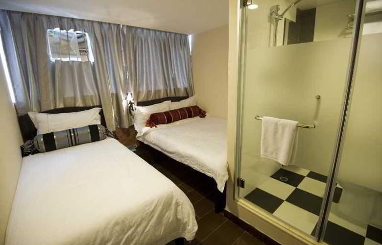 California Hotel - Room - 12