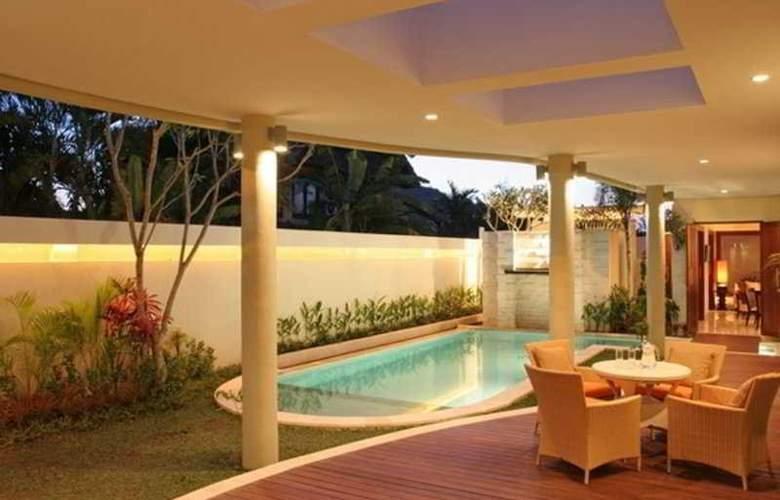 The Residence Seminyak - Pool - 4