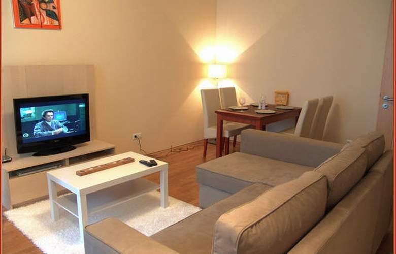 Senator Apartments - Room - 3