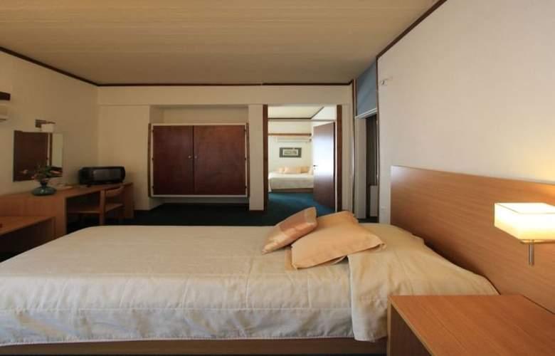 Dioscouri - Room - 9