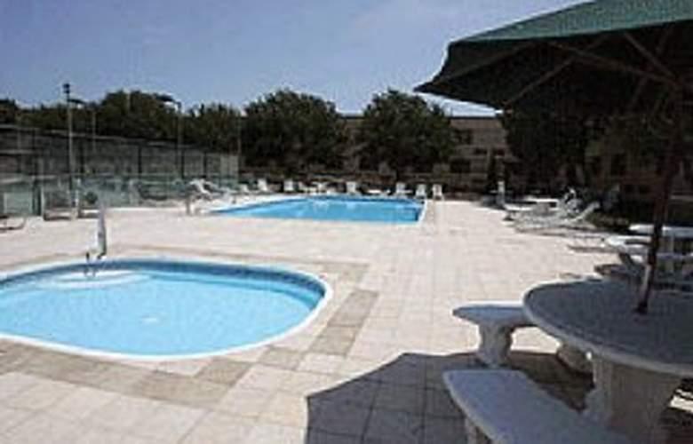 Quality Hotel Bayside Resort - Pool - 2