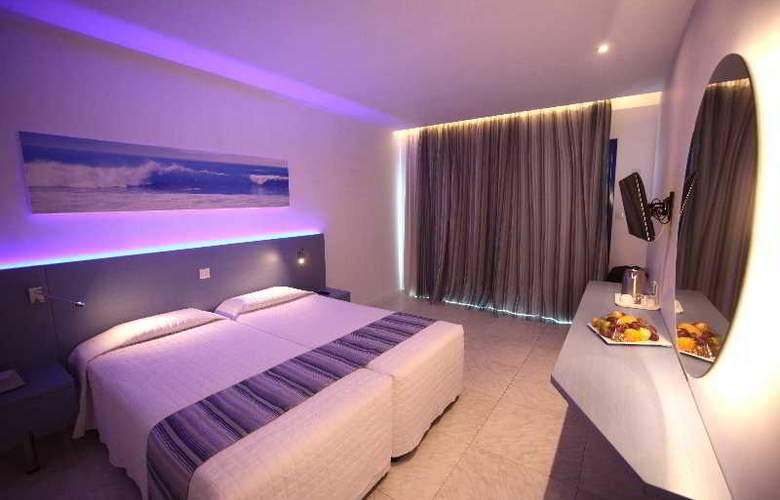 Anonymous Beach Hotel - Room - 2