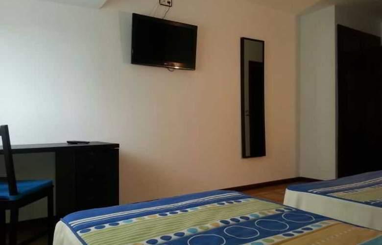 Azcona - Room - 16
