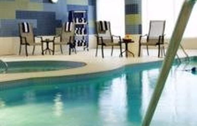 Holiday Inn Express & Suites Vaughan - Pool - 6