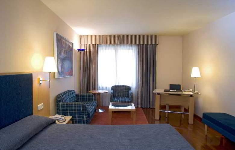 NH Lleida Pirineos - Room - 10
