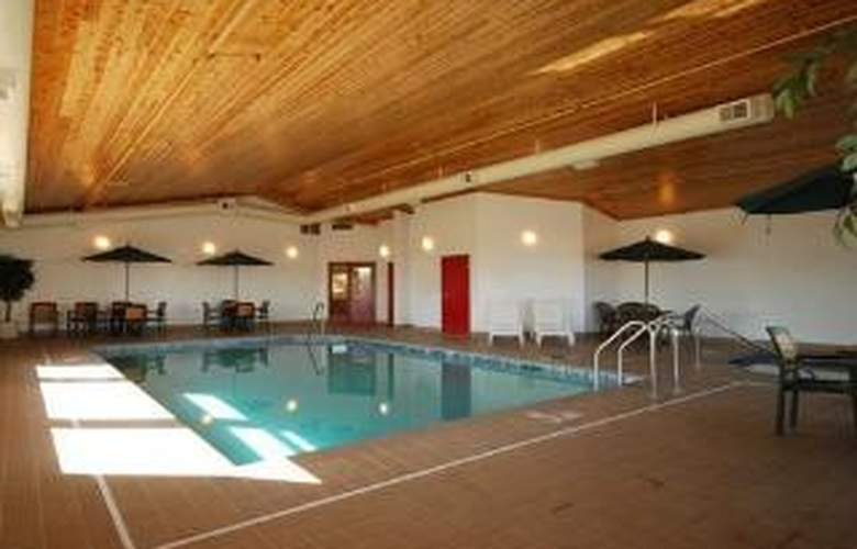 Econo Lodge Airport - Pool - 6
