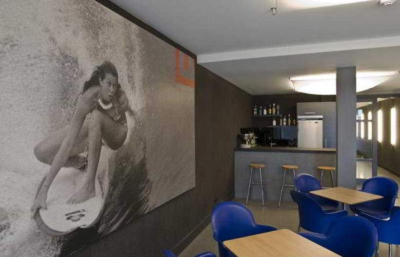 Irenaz Resort Hotel Apartamentos - Bar - 9