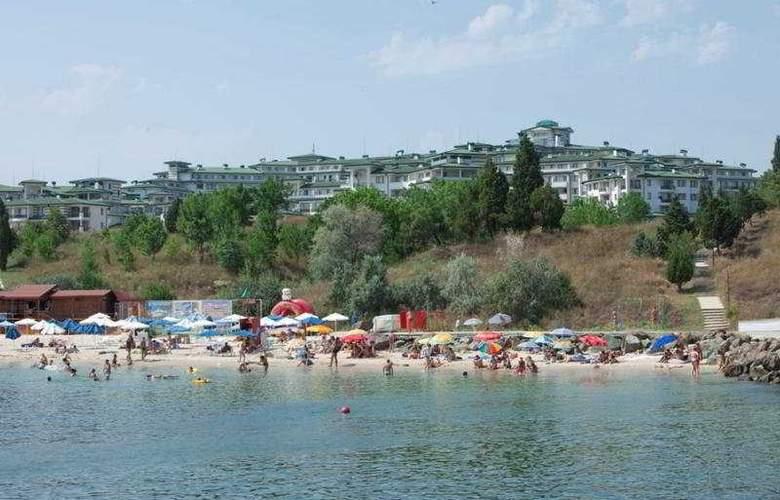 Emerald Beach Resort & Spa - Beach - 10