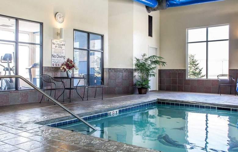 Comfort Suites - Pool - 18