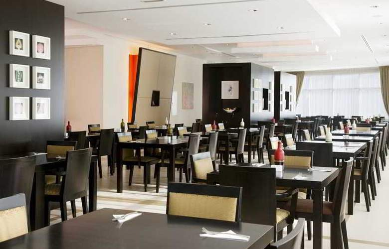 Express By Holiday Inn Dubai Internet City - Restaurant - 17