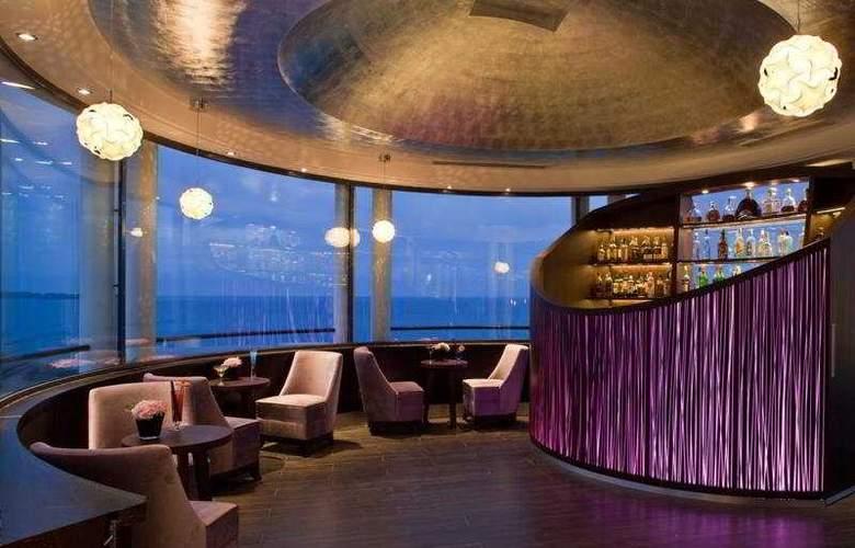 Le Radisson Blu 1835 Hotel & Thalasso - Bar - 3