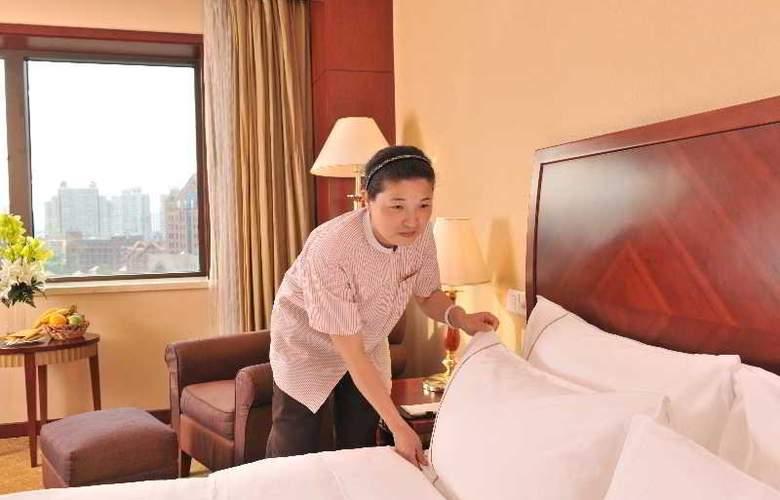 Jian Guo - Room - 9