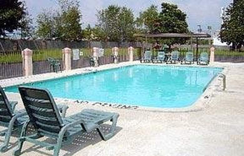 Econo Lodge (Byron) - Pool - 3