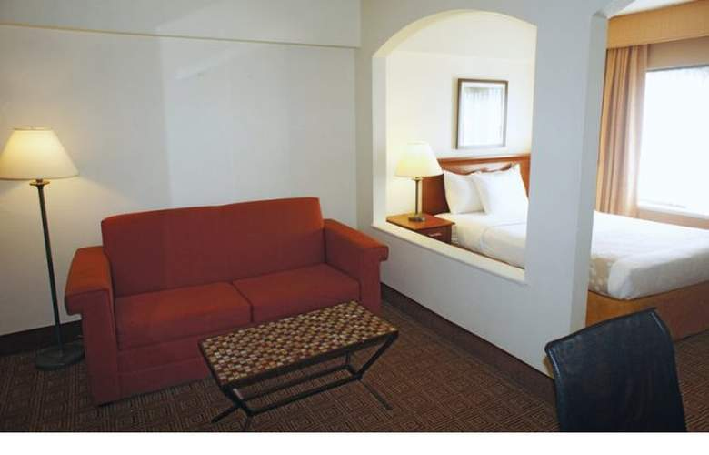 La Quinta Inn & Suites New Haven - Room - 12