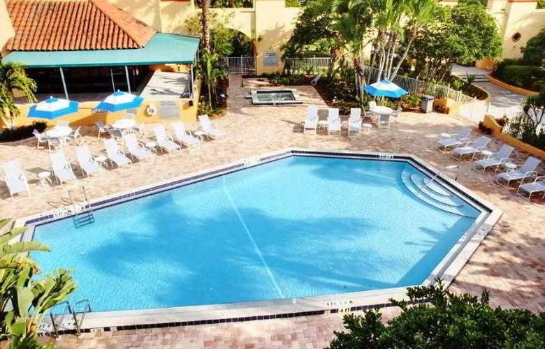 Courtyard by Marriott Bradenton - Sarasota - Pool - 17