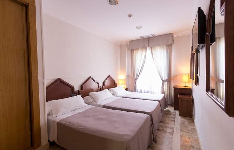 Reina Mora - Room - 16