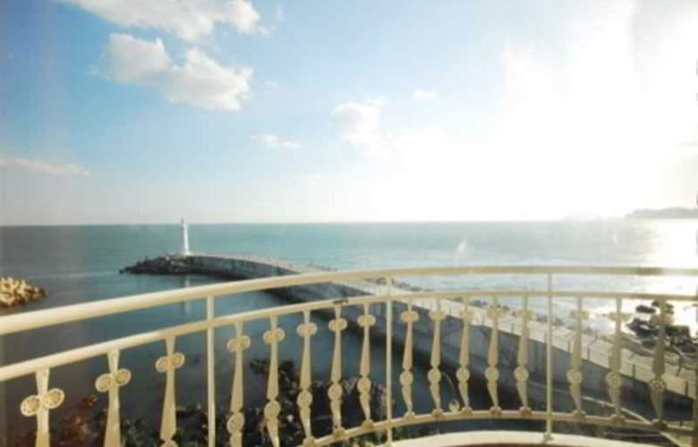 Blue Beach Hotel - Terrace - 2