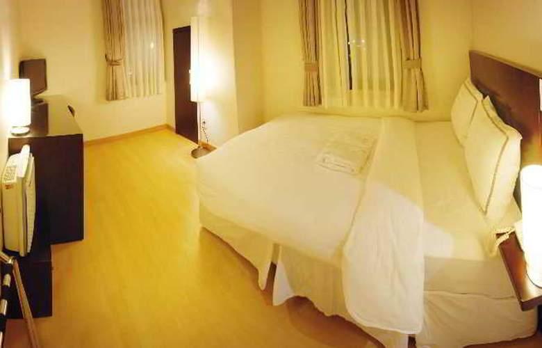 Doulos - Room - 7