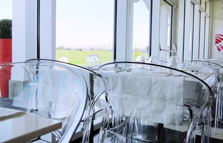 MO.OM Hotel - Restaurant - 3