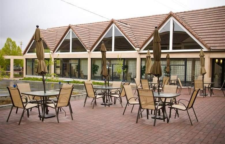 Best Western Town & Country Inn - Hotel - 77