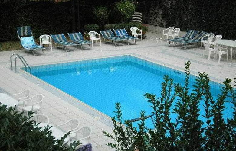 Perugia Plaza - Pool - 15